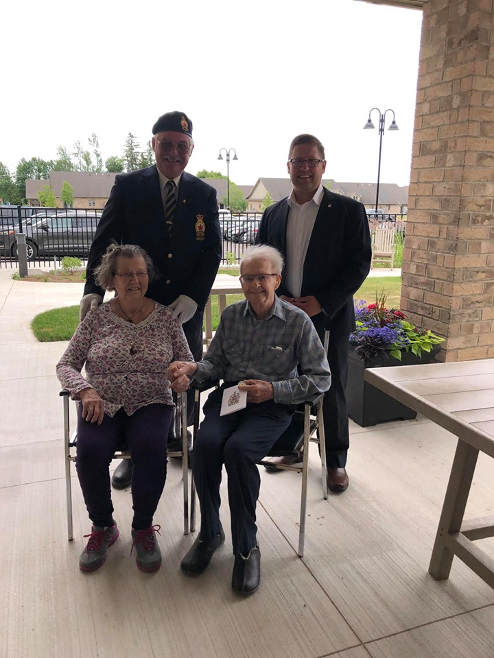 Thanking WWII Veterans in Mount Forest